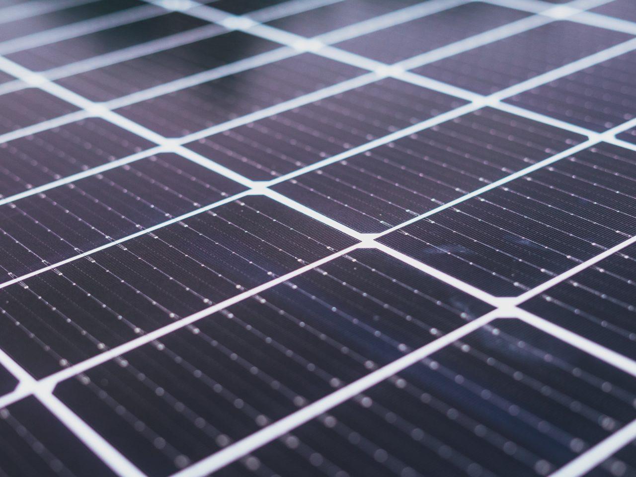 diffferent und Solarwatt